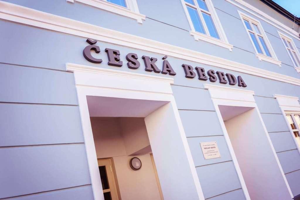 Česká beseda Český Dub vstup foto Michaela Šenberková