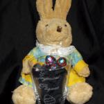 peluche décoré d'un verre gravé joyeuses paques