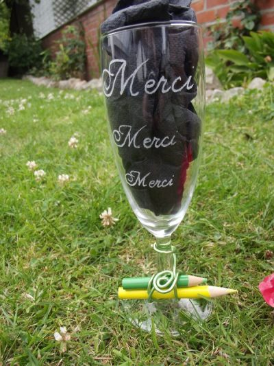 flute-verre-gravure-remerciement-merci-crayon-fil-alumium
