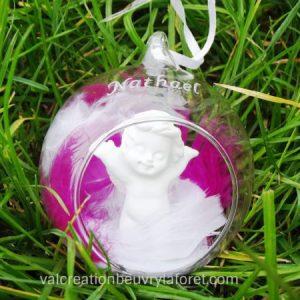 boule-verre-ouverte-ange blanc-plumes-blanches-roses-gravure-prenom-noel-naissance-bapteme-communion