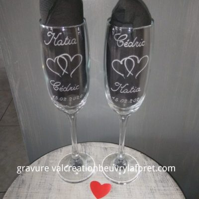 Flute-verre-gravure-deux-coeurs-mariage-artisanat
