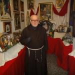 Los belenes solidarios con material de desecho de fray Conrado continúan tras su muerte