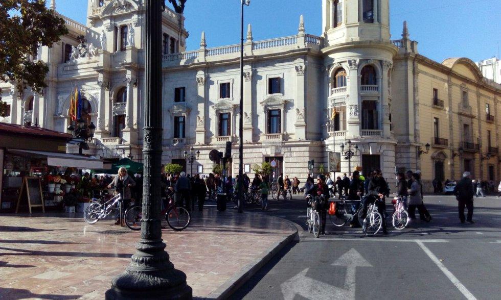 La plaza del Ayuntamiento de Valencia será peatonalizada durante este mandato