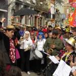El Cabanyal se disfraza de New Orleans en la segunda edición del Mardi Grass