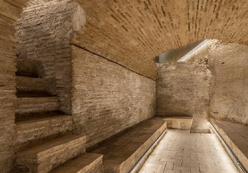 Bombas Gens abre su bodega medieval tras una gran restauración