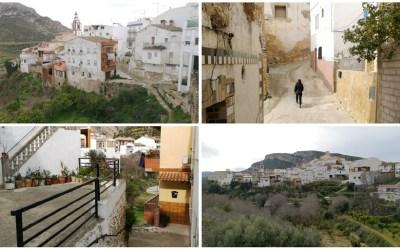 Dos Aguas, una pequeña población llena de calles con pendientes pronunciadas y pequeñas escaleras