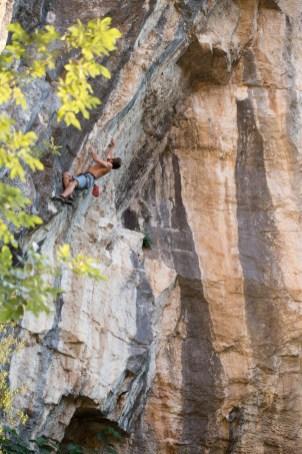 Florian escalando en Buñol.