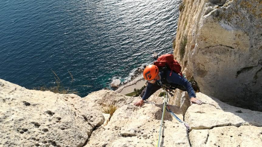 Brent escalando con nosotros la vía Diedro UBSA en el Peñon d'Ifach (Calpe, 2017).