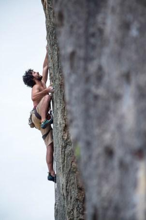 Raúl escalando en Jerica.