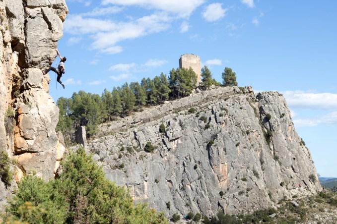 Nacho escalando en Jerica.