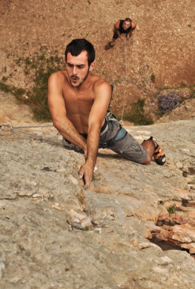 Pablo climbing Puré de pascueros (7b) in Cova Petxina (Bellus).