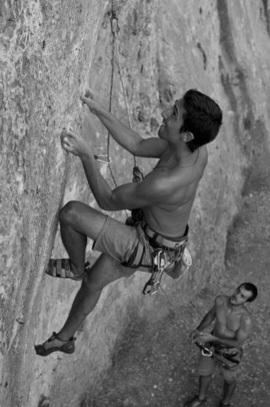 Nacho climbing Puré de pascueros (7b) in Cova Petxina (Bellus).