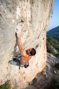 Nacho climbing Patatas a lo pobre (7b) in sector Hidraulics (Marxuquera, Gandia).