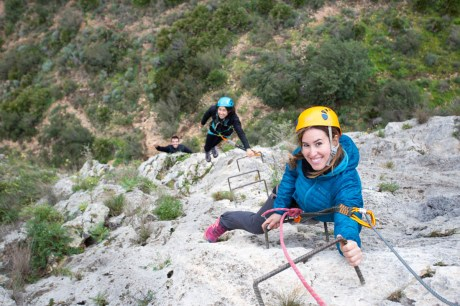 Natalia y amigos escalando la vía ferrata Aventador (90m, K3).