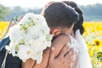 bacio nascosto dal bouquet