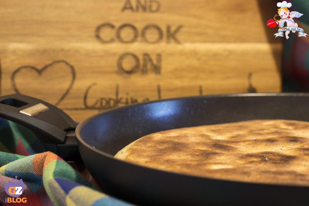 Focaccia cotto e mozzarella in padella