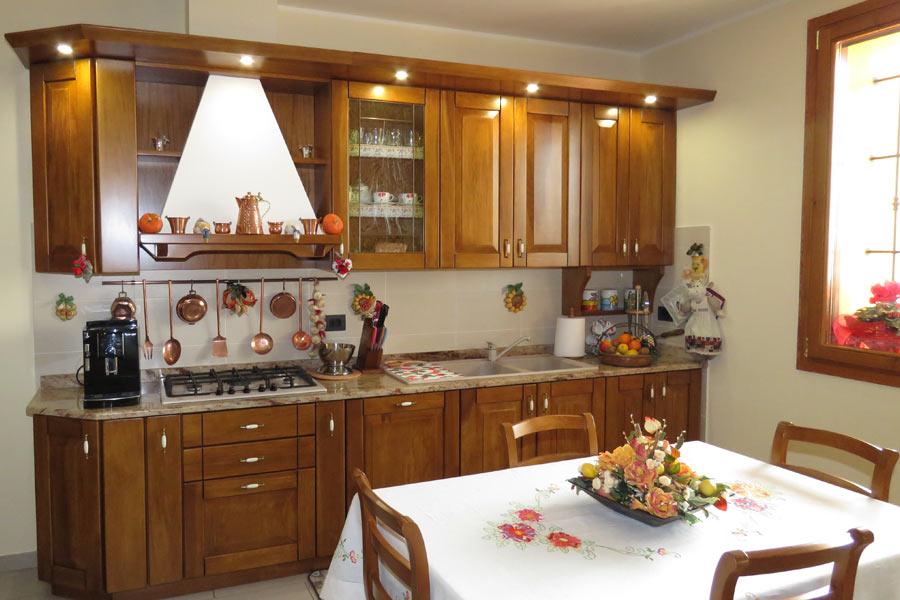 Cucine artigianali su misura in legno massiccio naturale