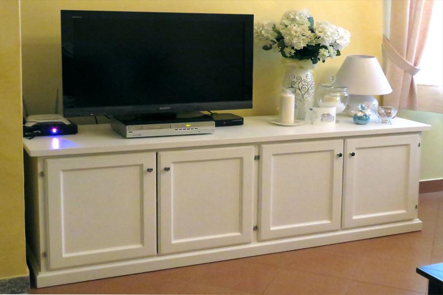 Mobili per soggiorno in legno massiccio naturali e