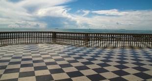 pavimento a scacchiera