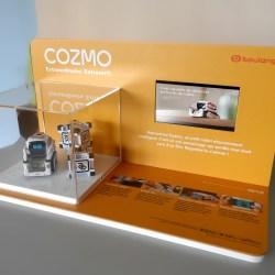 Présentoir pour mise en avant d'un robot connecté intelligent Cozmo en magasin spécialisé - fabrication VALIN
