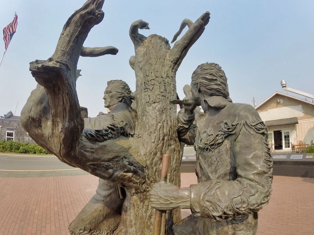 Things to Do in Long Beach, WA - Lewis & Clark Statues