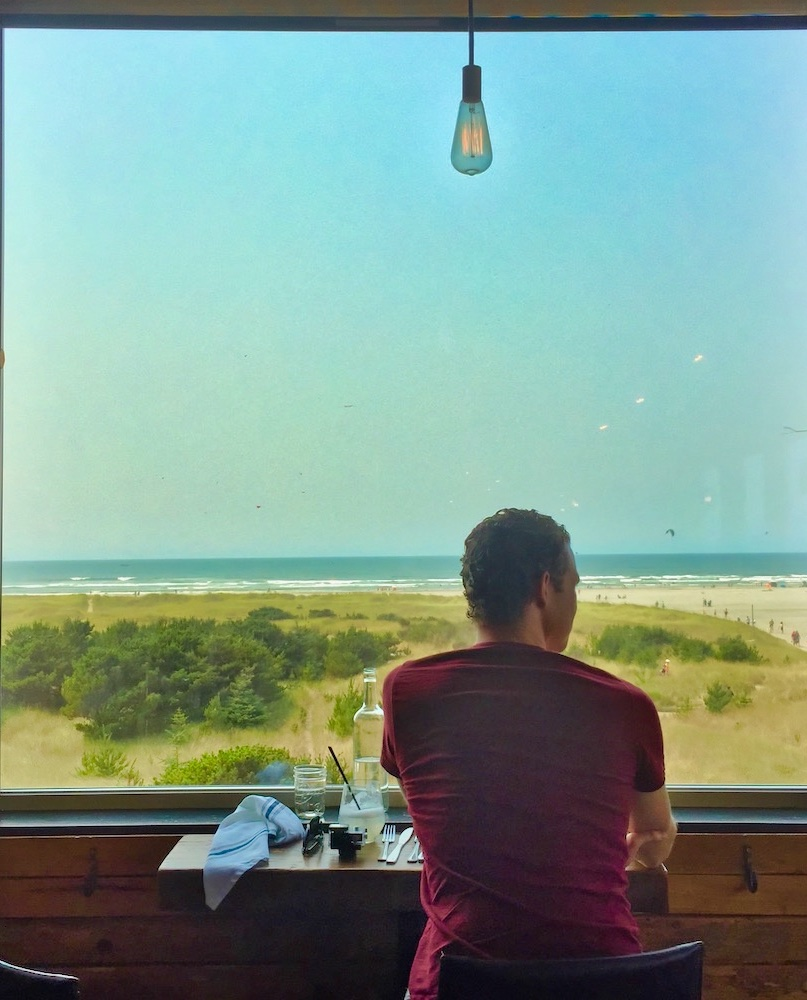 Long Beach, WA - Mr. V at the Pickled Fish