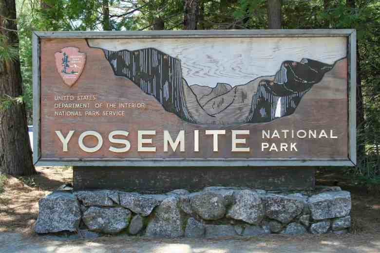 3 Days in Yosemite - Park Sign