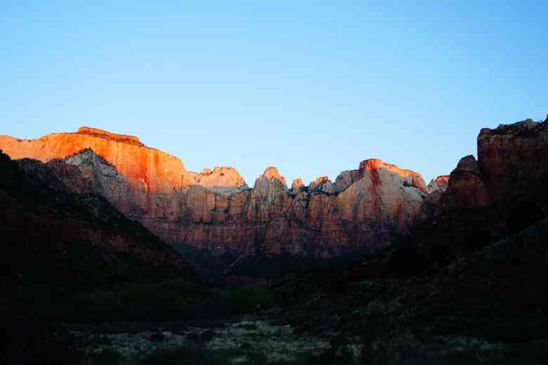 1 Day in Zion National Park - Sunrise on Towers of the Virgin