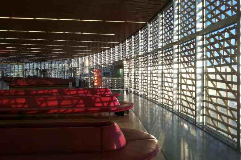 Airport Layover Tips - Airport Lounges