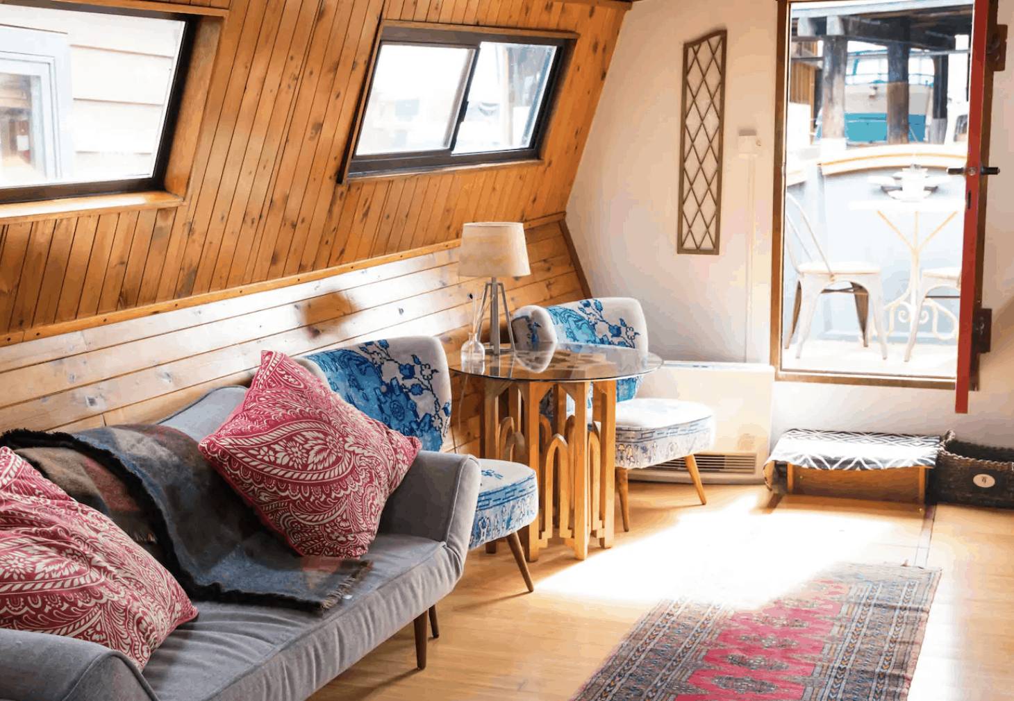 Seattle Airbnbs - Offbeat Houseboat