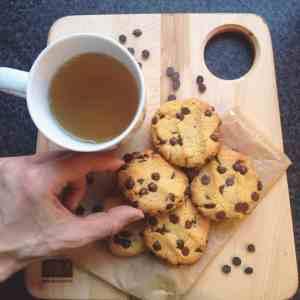 Biscuits aux brisures de chocolats végétaliens à la farine de pois chiches - Valises & Gourmandises