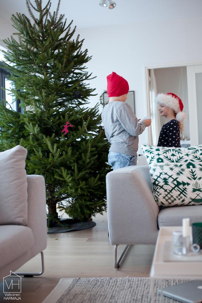 joulukuusi_lapset_oh