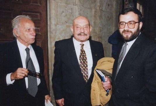 """Alejandro Romualdo invitado a dictar una ponencia sobre César Vallejo en Salamanca (España). 1972 Crédito de la foto """"Salamanca al día"""" (RTV)"""