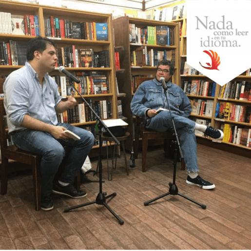 """Presentación en Nueva York (EE. UU.) del poemario """"Wañuypacha/Partothötröl"""" (2017) por Alberto Valdivia (izq.) y el poeta Roger Santiváñez (der.)."""