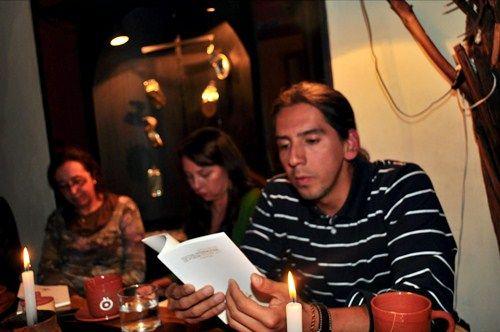 El poeta Felipe García Quintero leyendo en Bolivia, 2011