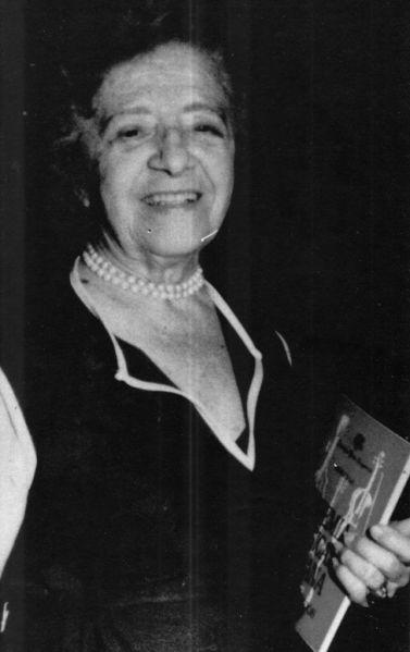 La poeta Magda Portal.