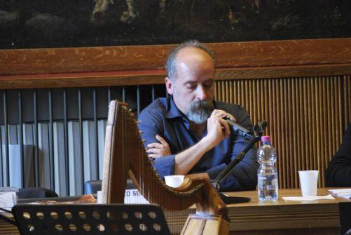 El poeta Francesco Benozzo en una presentación.