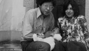 El poeta Verástegui junto a su esposa, la poeta Carmen Ollé y su pequeña hija Vanessa. Crédito archivo familiar