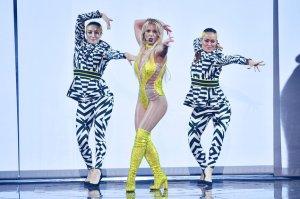 Britney-Spears-MTV-VMA-perform-6347-2016-billboard-1548