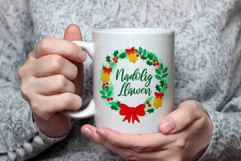Nadolig Llawen Wreath Ceramic Mug