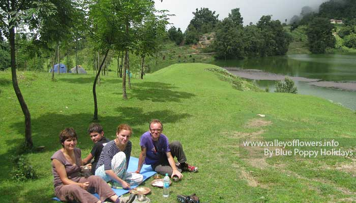 Group member having lunch at Deoria Tal.