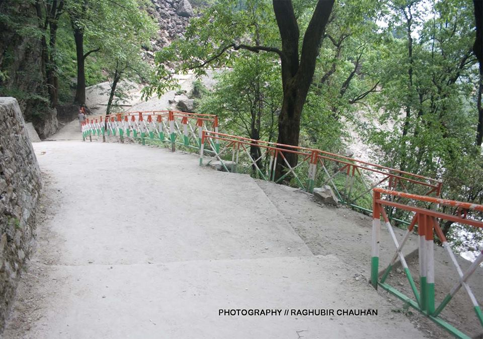 Newly constructed trek between Govindghat and Ghangaria