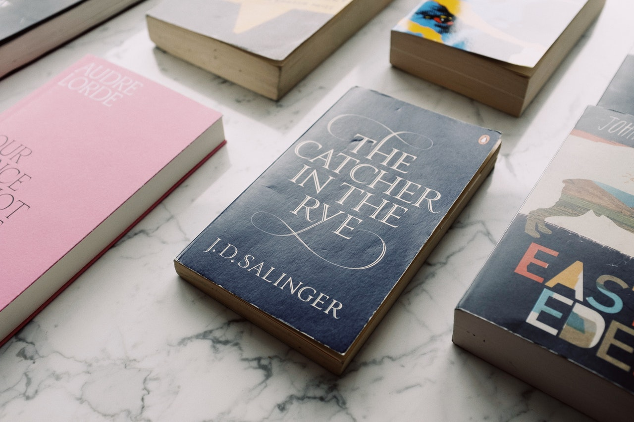 Most novels are between 50,000-80,000 words. J.D. Salinger's well-known novel, 'The Catcher in the Rye' is 73,404 words.