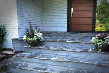 Thin Chocolate Silver Mortared Stoop