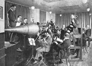 Studio-orkesteri levyttämässä