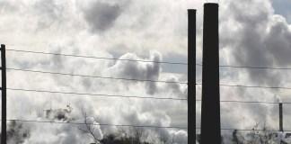 Emisiones de una fábrica en Toronto, Canadá.