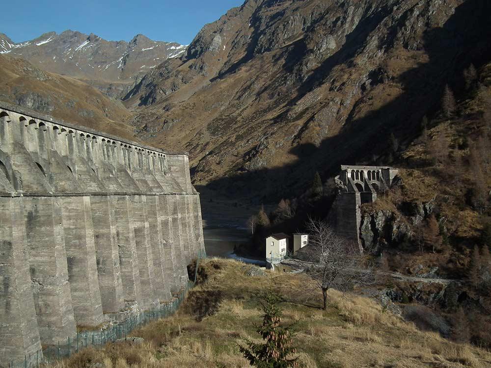 Trekking alla Diga del Gleno tra la natura e la storia della Val di Scalve