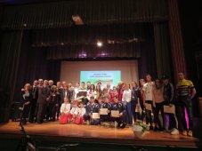 foto di gruppo di tutti gli atleti premiati
