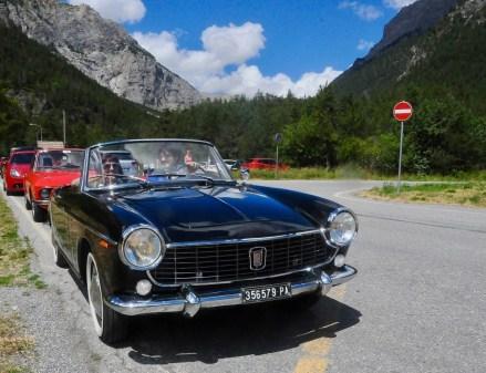 La Fiat 1500 cabriolet 1963 al passaggio al Pian del Colle