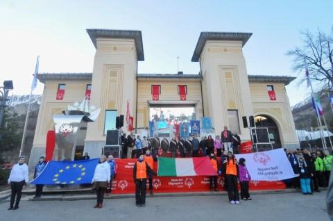 Cerimonia di inaugurazione. Le bandiere (Foto Gian Spagnolo)